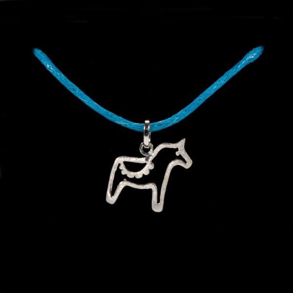 Kette Baumwolle hellblau mit Anhänger Pferd Dala silber